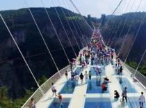 凤凰古城-天门山-玻璃栈道+张家界大峡谷+玻璃桥双飞4日豪华包机游